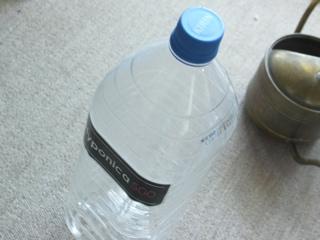 これこれ。アルカリイオン水のボトル。